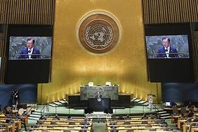문 대통령이 SDG 모멘트(지속가능발전목표 고위급회의) 개회 세션에서 연설을 하고 있다.