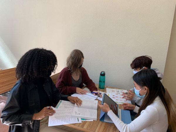 스토니브룩 학생들이 정기적인 모임을 가지며 한국어를 학습하고 있다.