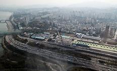 2040년까지 서울-경기도 등 대도시 광역거점 간 통행시간을 30분대로 단축한다는 비전을 선포했다. 사진은 서울 올림픽대로의 모습. (사진=저작권자(c) 연합뉴스, 무단 전재-재배포 금지)