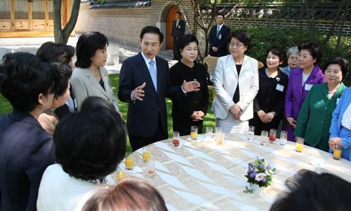 الحدث لزوجات القادة الدول المشارك في مؤتمر الأمن النووي.  TBWB_ATTACH_P51_10646_2
