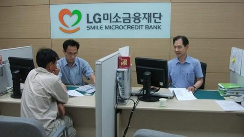 미소금융 지점에서는 다양한 사람들에게 무료로 상담 서비스를 제공하다.(사진=LG미소금융재단)