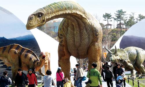 2009년 열린 제2회 공룡엑스포에는 1백71만명의 관람객이 찾아왔고, 2천8백억원의 경제적 파급효과를 보았다.