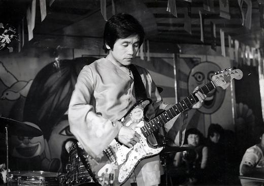 1970년대 활발하게 활동하던 당시 신중현 씨.