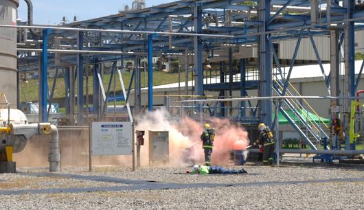 화학물질(톨루엔) 유출사고 대비 민·관·군 합동 종합훈련을 실시하고 있는 모습.