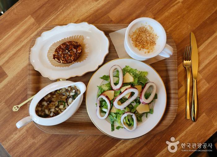 제철 지역농산물을 맛보는 음식 - 한국관광공사
