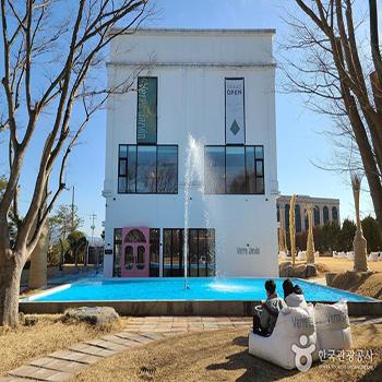 베르자르당 갤러리 겸 문화공간 건물 외경 - 한국관광공사