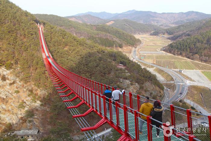 기둥이 없는 출렁다리 무주탑현수교 - 한국관광공사