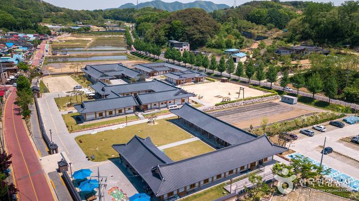 문화시설, 카페, 숙박시설까지 모두 갖춘 곳이다 - 한국관광공사