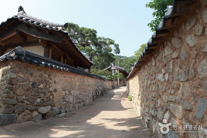 흙돌담 길이 정겨운 성주 한개마을 - 한국관광공사