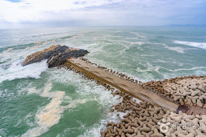 스카이워크에서 보는 갓바위 사진
