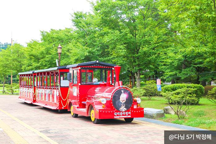 붉은색의 사비로열차 사진 @다님 5기 박정혜