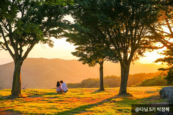가림성의 비경을 즐기는 커플 사진 @다님 5기 박정혜