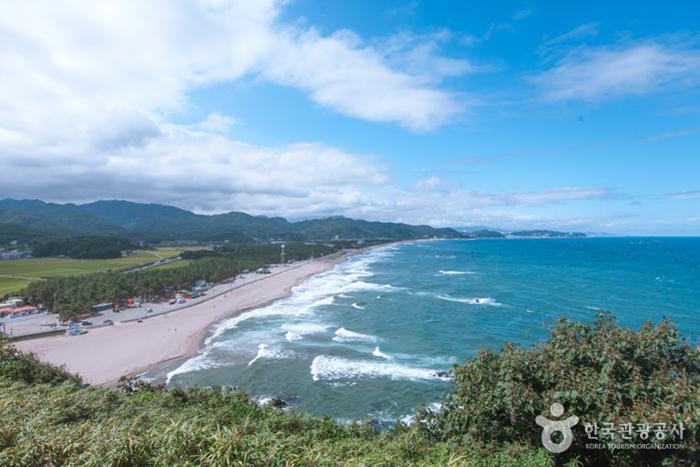 덕봉산 전망대에서 바라본 맹방해변 - 한국관광공사