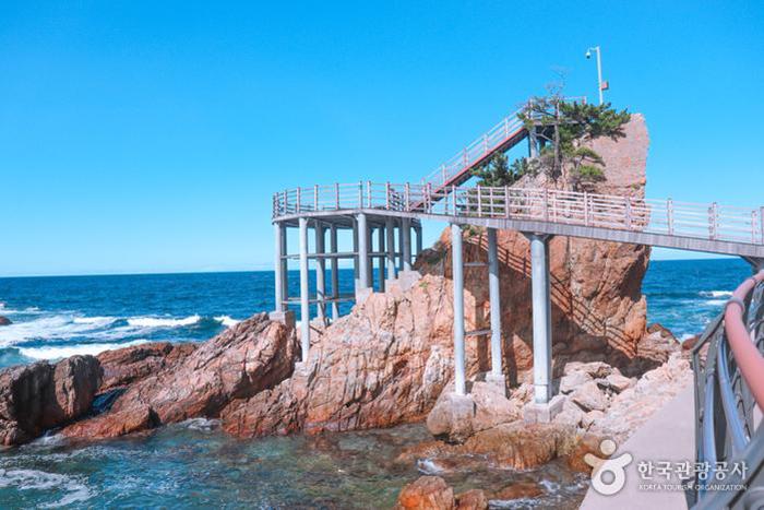 기암괴석 위에 만들어진 제1전망대 - 한국관광공사