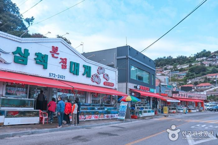 삼척항 대게거리 - 한국관광공사