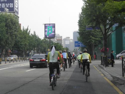서울시내 '자출족' 돕는 '자전거버스' 동참해보니…
