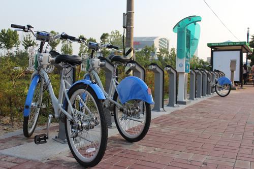 파란색 예쁜 자전거 한번 타보슈~그래서 '타슈'
