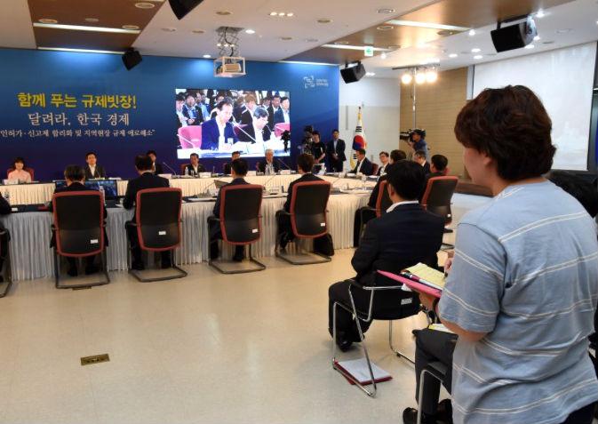 발로 뛰는 규제개혁… 총리 회의 참관기