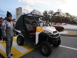 로봇이 운전하는 자율주행차에 성화가~