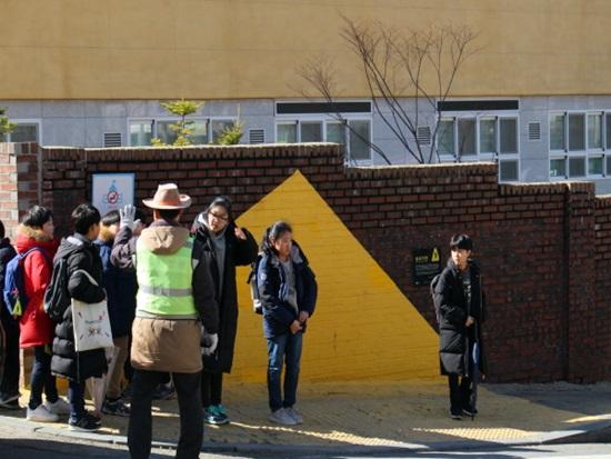 소변기엔 파리, 학교 앞엔 옐로우 카펫~