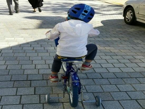 자전거 탈 때, 안전모 꼭이요~