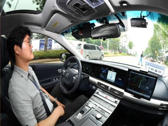 '시스템'이 운전하는 자율주행차 직접 타보니