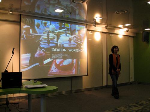 정답이 아닌 상상력을 훈련 시키는 일을 하는 아이디어 컨설턴트 박성연 대표. 그녀의 목표는 한국을 기반으로 하여 세계무대로 진출하는 것이다.
