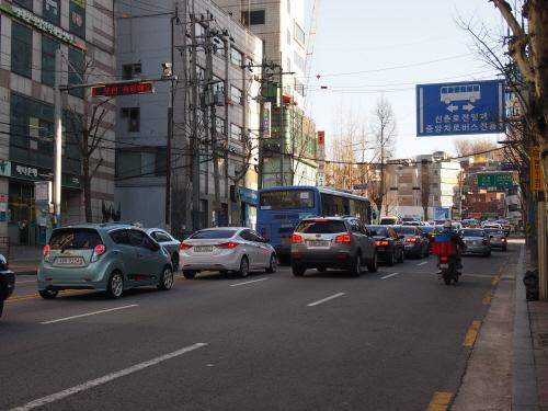 지난 2009년 조사 결과 대기오염물질 총365만톤(2009) 중 도로이동오염원이 112만톤(30.8%)으로 최대를 기록했다.