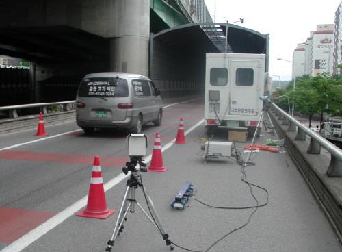 2013년 현재 자동차 배출가스를 원격으로 자동 측정하는 '배출가스 원격측정제도' 새로이 도입·시행되고 있다.(사진제공=환경부)